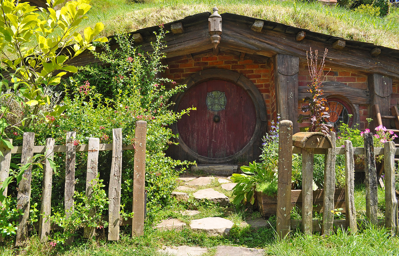 Create Your Own Hobbit Home Complete